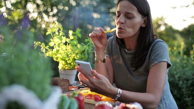 Britons are skipping meals & eating alone more frequently
