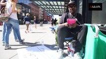 Cet homme gagne 1000$ par mois pour attendre à la place des gens dans des files d'attente