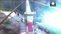 Dünynın en büyük cam köprüsü Çin'de açıldı