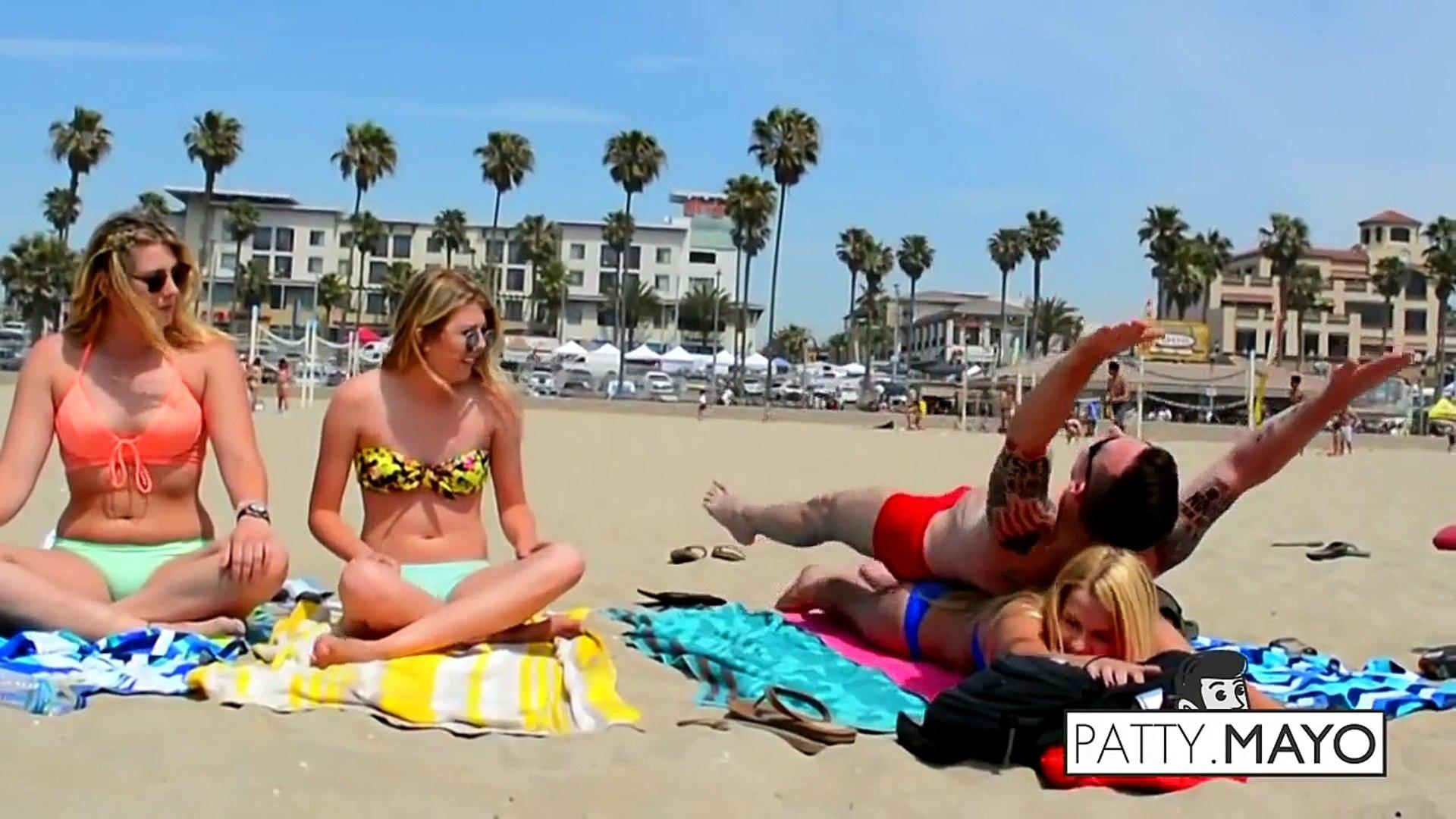 Bikinili Kızlarla Sahilde Yoga Yapmak - SEXY Girl Yoga Sessions Komedi ve Eğlence izle (video) Komed