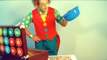Clown videos for kids. Poogie the clown washes cups. Клоун для детей