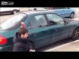 Akılsız baş cezasını çekti!   Komik Videolar Komedi ve Eğlence izle (video) Komedi ve Eğlence izle (video)
