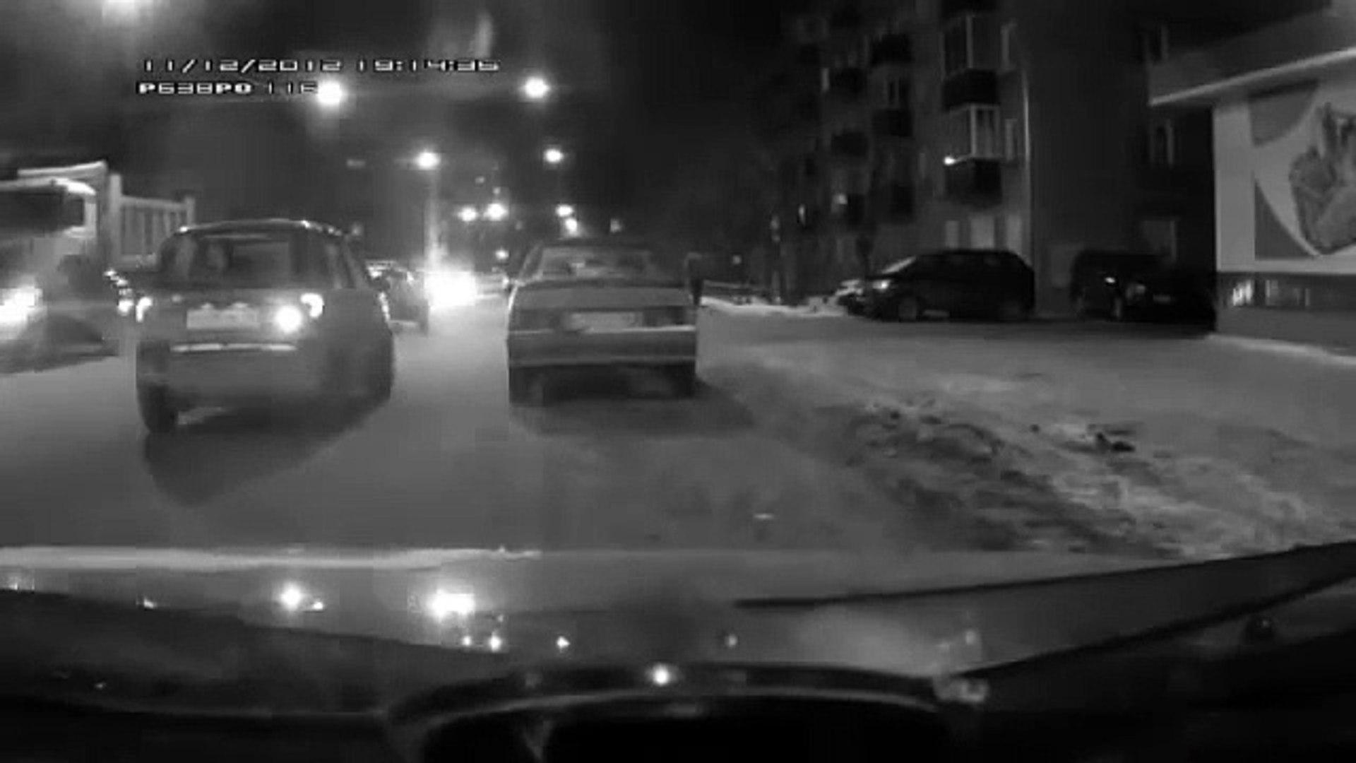 Araba nasıl park edilmez!   Komik Videolar Komedi ve Eğlence izle (video) Komedi ve Eğlence izle (vi