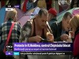 PROTESTE. Prorușii au blocat centrul Chișinăului. Susţinătorii partidelor proruse din R. Moldova au ocupat noaptea trecută cel mai mai mare bulevard din Chişinău. Ei sunt conduşi de liderii Igor Dodon şi Renato Usatîi.