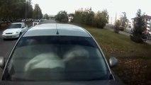 Deux filles doublent à toute vitesse et se crashent (Russie)