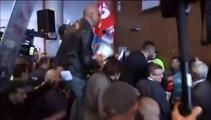 Des manifestants agressent deux dirigeants d'Air France lors d'un comité central d'entreprise