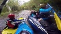 2 soeurs ivres se battent sur un rafting... Dingue!