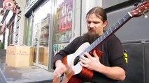 Mariusz Goli, un musicien improvise dans les rues de prague