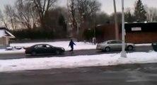 Un automobiliste a une idée géniale pour remorquer sa voiture