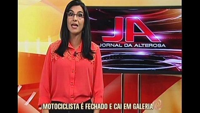 Motociclista é fechado em Ipatinga e cai em galeria
