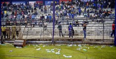Angry Indian Fans Throw Bottles in Ground In Cuttack India vs South Africa T20 ORIGINAL VIDEO