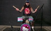 Mike Portnoy détruit une batterie Hello Kitty pour enfant