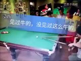 Ce joueur de billard est juste enorme!!! Trick de fou...