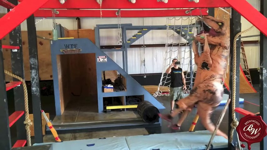 It's -Jurassic Parkour- Time! This Ninja T-Rex Working Out Is The Funniest Thing You'll See Today