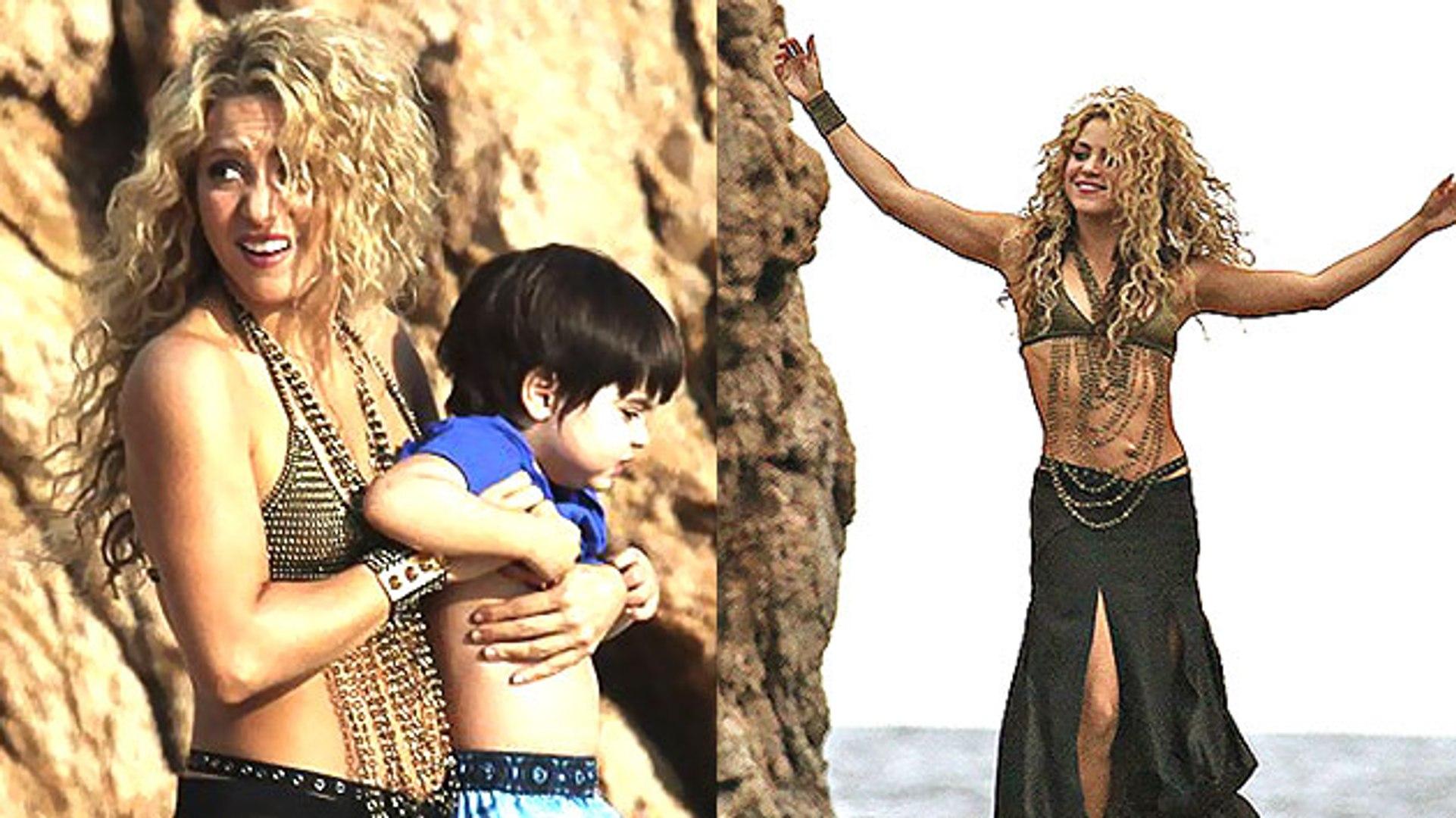 656a249af20 SEXY MAMA!!! Shakira FLAUNTS Teeny BIKINI - video dailymotion