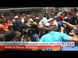 Así le arrebataron la cámara al periodista de Telemundo frente al Palacio de Justicia