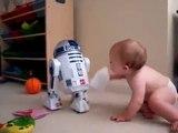 Bebe Hablando Con R2D2! MUY DIVERTIDO! ★ bebes divertidos - risa bebe - bebes chistosos - bebe humor