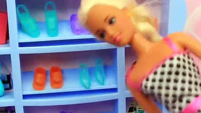 BARBIE'S FUNNY SHOE PROBLEMS! Frozen Prince Hans & Barbie Shop at Mall Doll Parody DisneyCarToys [Full Episode]