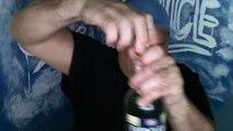 Ce taré boit une bouteille d'alcool à 95° d'un coup... Taré!