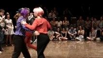 Battle de danse entre des danseur Hip Hop, des danseur rock et des danseurs de Swing