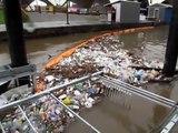 Une roue à eau qui nettoie les rivières et retire les déchets de l'eau!