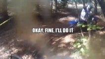Un biker scé son accident - Saut raté en motocross qui fini en bras cassé! Marrant...