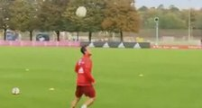 Thiago Alcántara superbe trick! | FC Bayern München