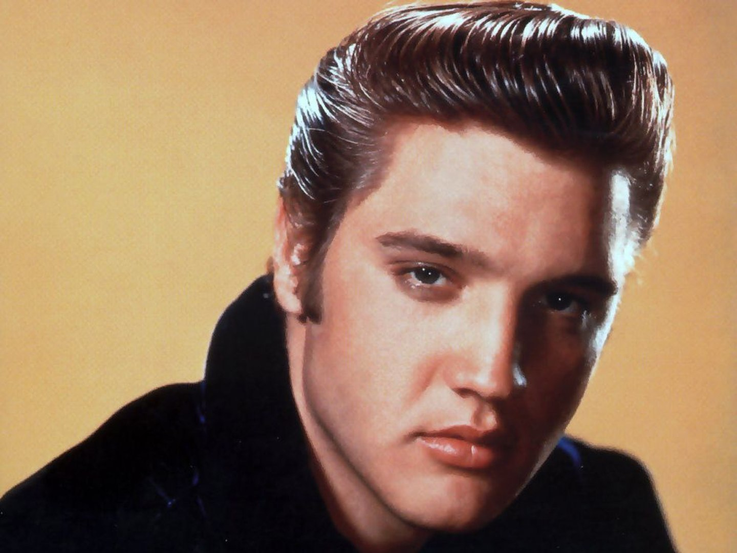 World American Singer & Actor Elvis Presley - Biography and Life Story