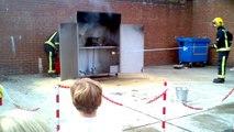 Ne jamais éteindre un feu de friteuse avec de l'eau...