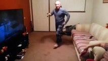 Парень спросил_ Отец, а ты умеешь танцевать