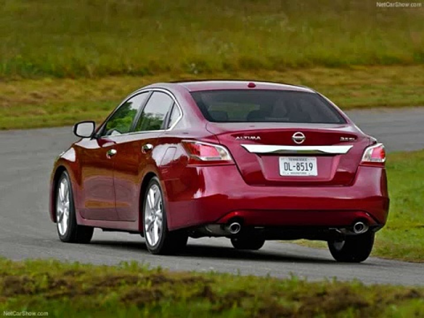 2013 Nissan Altima VS. 2013 Ford Fusion Family Sedan Battle 2013 Part 2