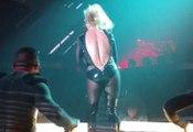 Britney Spears craque son costume à Las Vegas (Fail)