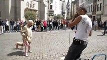 Une mamie danse sur du beatbox