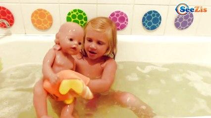 ✔ Маша купает Куклу Беби Борн в ванной. Видео для Девочек - Masha bathes Baby Born doll ✔