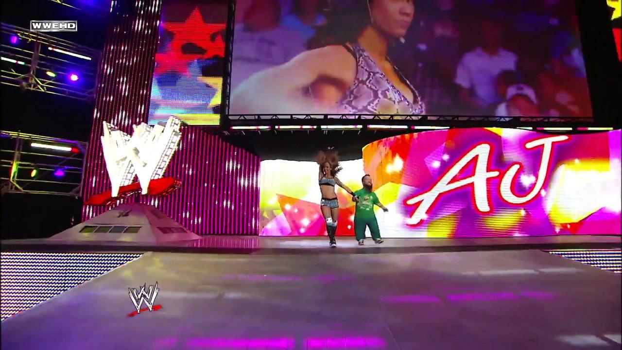 Paige vs. Charlotte - WWE Womens Championship Match: Raw