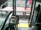Bus Driver Preventing Woman from Suicide / Supir Bis Berhenti demi Menyelamatkan orang bunuh diri