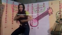 Pakistani Beautiful Girl Dance - Lak 28 Kuri Da (HD) -