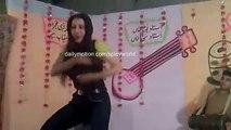 Pakistani Beautiful Girl Dance - Lak 28 Kuri Da (HD) -