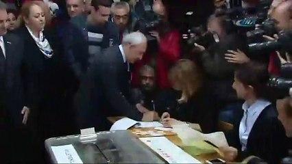 Kılıçdaroğlu eşiyle birlikte oyunu kullandı