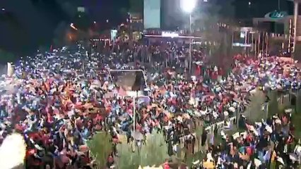 Balkon konuşmasında 'yeni anayasa' çağrısı