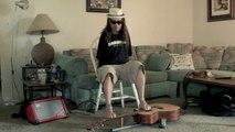 Mark Goffeney joue de la guitare sans bras