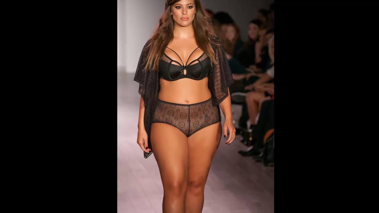 Ashley Graham Fall - Holiday Fashion Week . http://bit.ly/2txOMIb