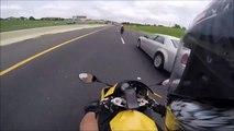 Se faire doubler par une moto à plus de 250 km/h... Dingue!