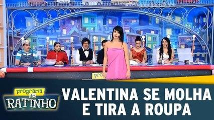 Valentina se molha e tira a roupa no programa