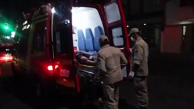 Motorista perde controle de carro, bate em lanchonete e para em poste na Avenida Hugo Musso, em Vila Velha