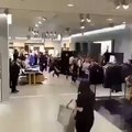 H&M x Balmain émeute dans un magasin de Paris / Riots H&M x Balmain in Paris (VIDEO)