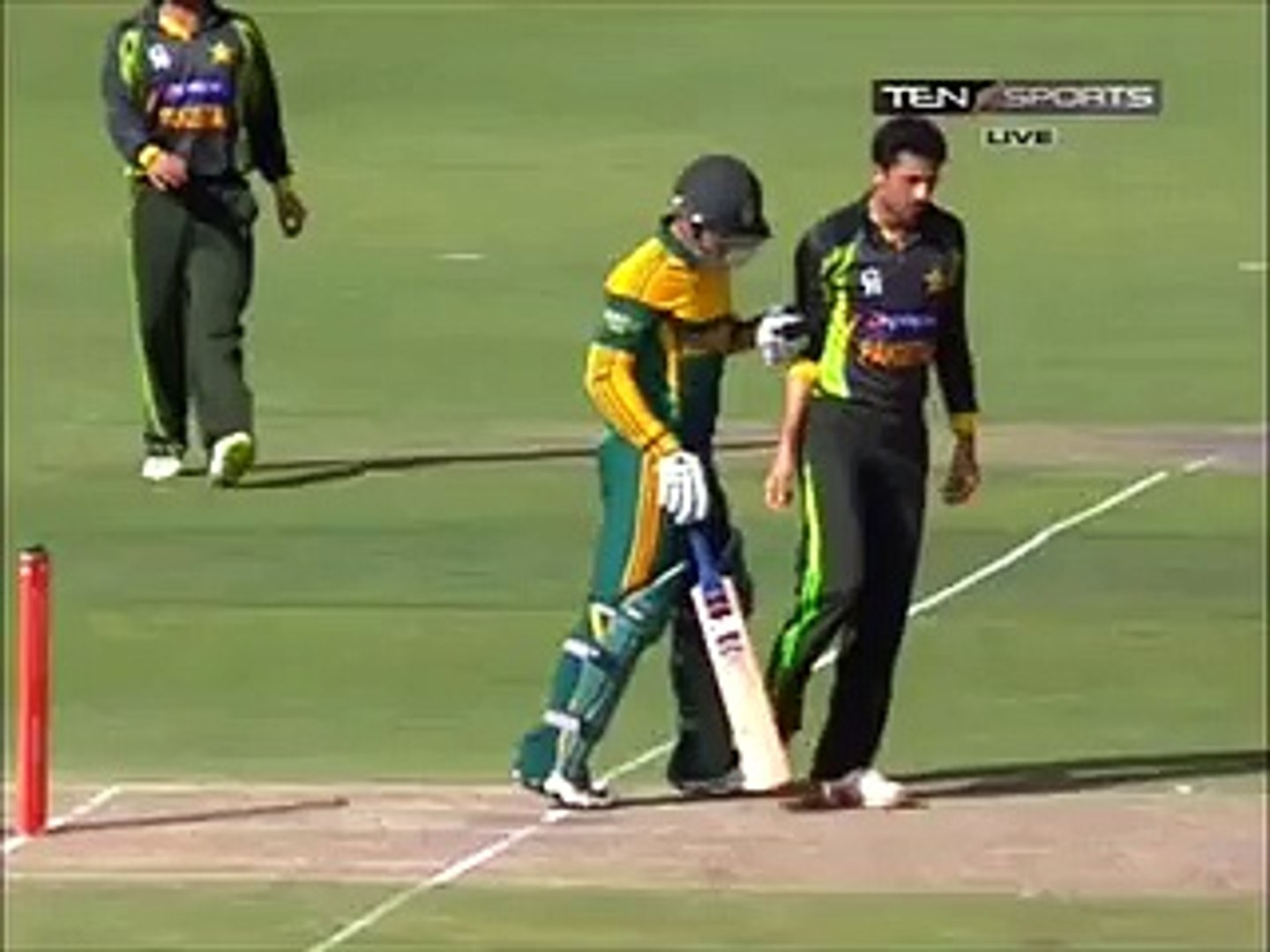 Junaid Khan & Quinton De Knock - Love Story - Eye to eye