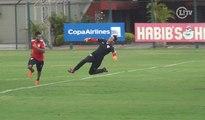 Wesley e Carlinhos 'tiram onda' com Renan Ribeiro em disputa de pênaltis
