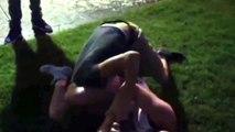 Une jeune fille maitrise des garçons avec des prises de Jiu Jitsu