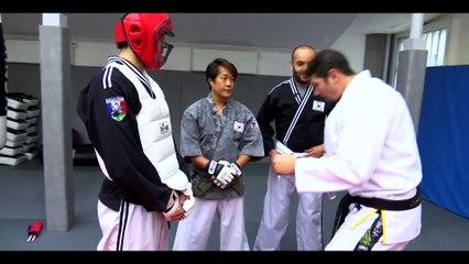 Vincent Parisi initie le Magicien Kamel Le Magicien à l'Hapkido sur beiN Sports.
